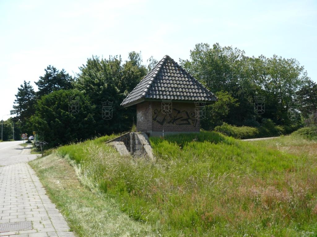 Een Duitse Kabelschaltstelle, ofwel schakelstation, bij de kruising 1e Mientlaan - Wassenaarseweg.