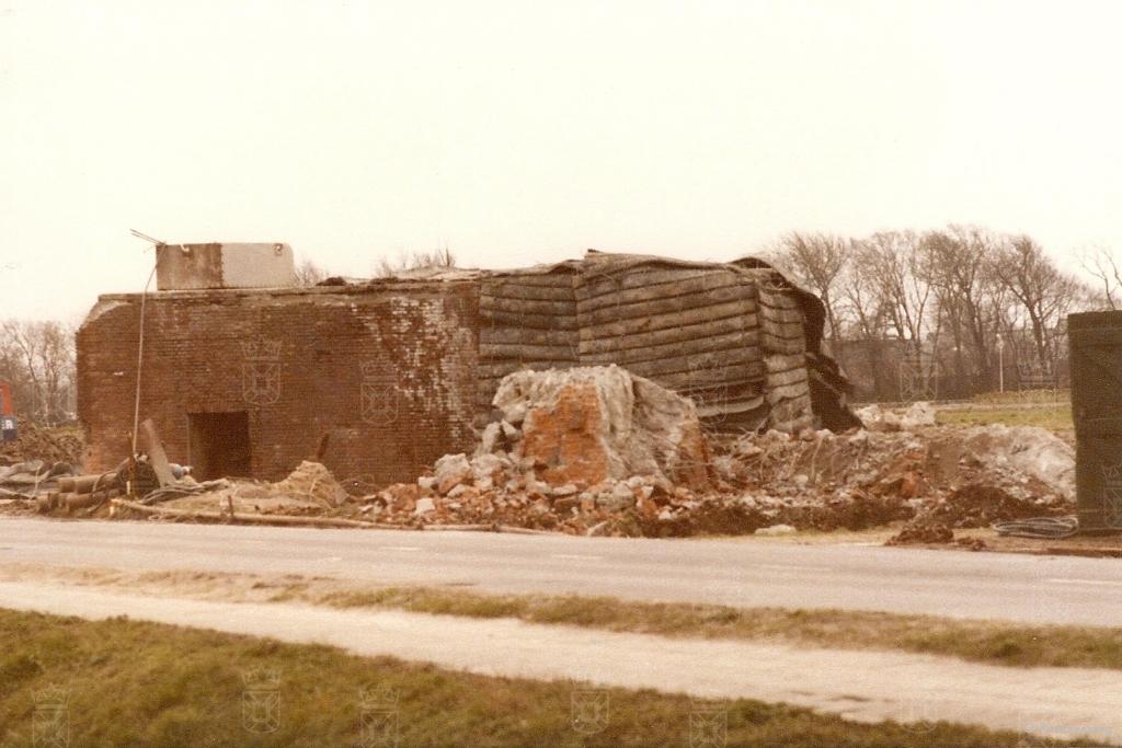 Het slopen van de 668 aan de Krom in 1978.