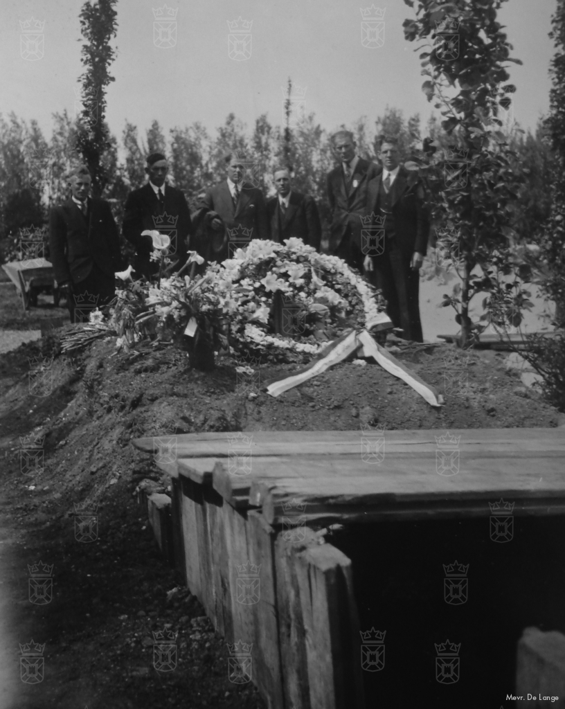 Het gezamenlijke graf van het 5-4 Dep. Bat. te Rijswijk waar ook Klaas Ros begraven was.