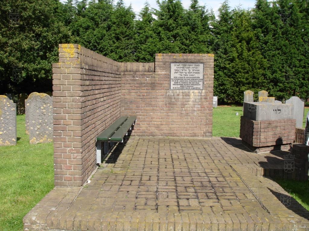 Gedenksteen op de Joodse begraafplaats in Katwijk aan den Rijn.