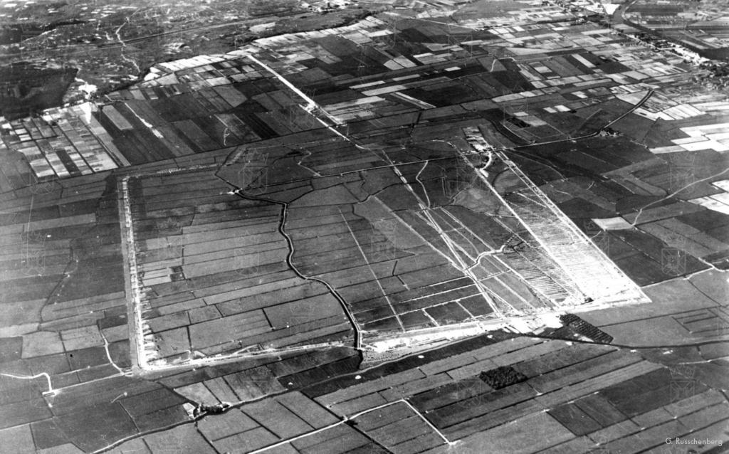Luchtfoto gemaakt in 1939 tijdens het bouwrijp maken van het vliegveldterrein.