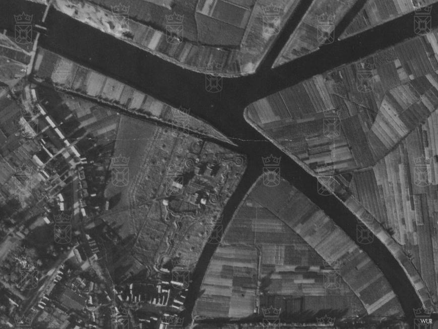 Stelling Rijnsburg op een luchtfoto uit september 1944.