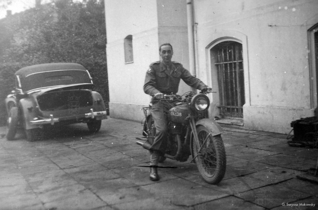 Tolo als Pools Ritmeester en Liaison Officer van het 30th Corps, 21st Army Group. Gestationeerd in Hameln, West-Duitsland. 1945-1946.