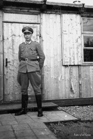 Het Kriegsmarine personeel was ondergebracht in houten barakken aan de Rijnsburgerweg.