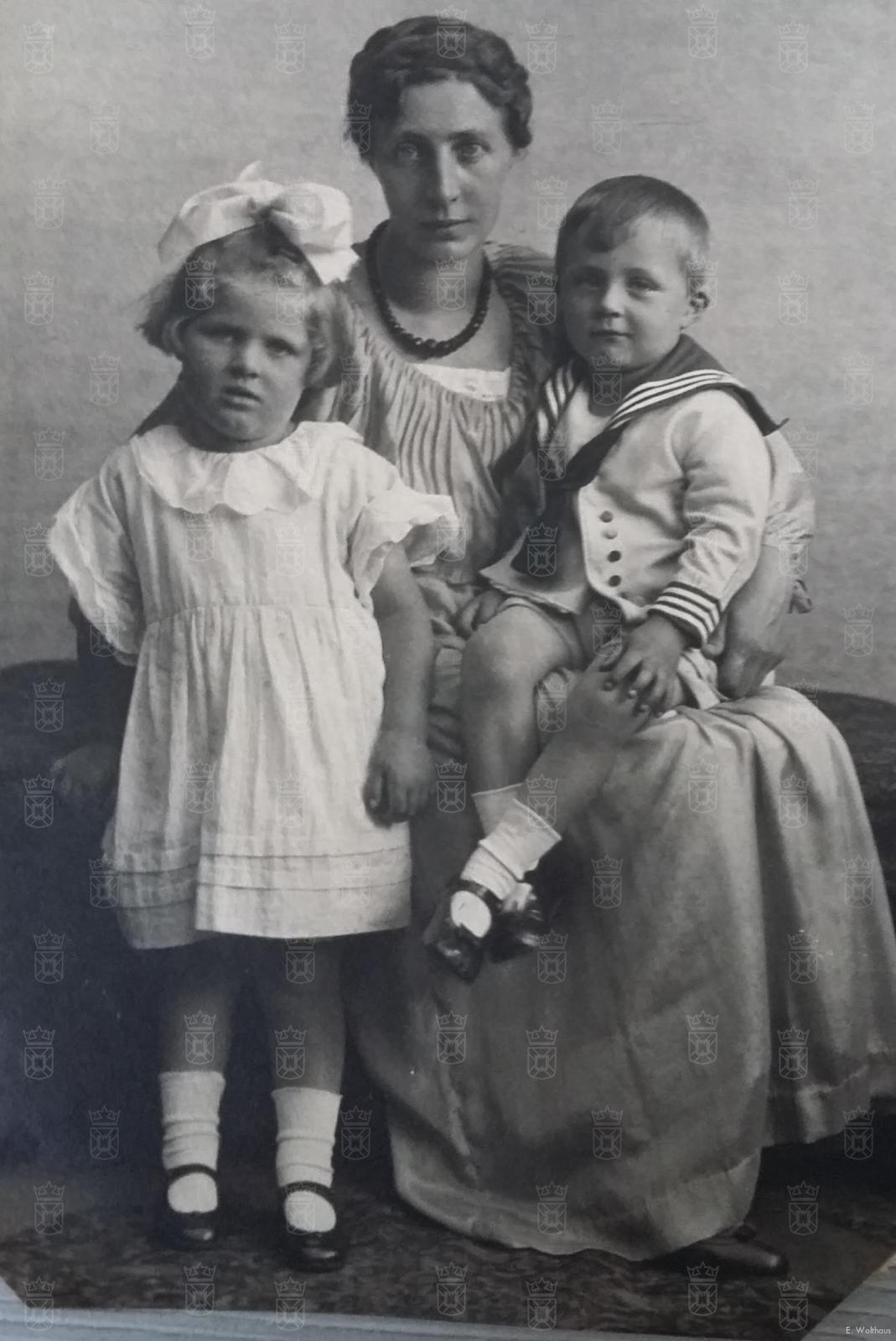 Moeder Heilig met Berno en Gertrud.