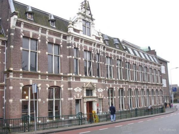 De ambachtsschool te Leiden.