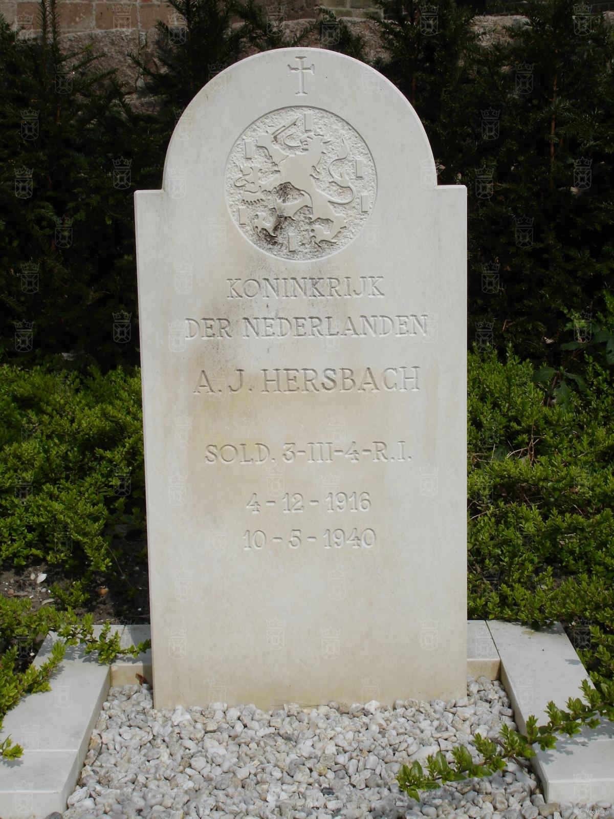 Het graf van Adrianus Hersbach naast de NH Kerk in Rijnsburg.