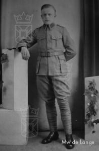 Dhr. Van Eijk de Lange in zijn militair tenue.