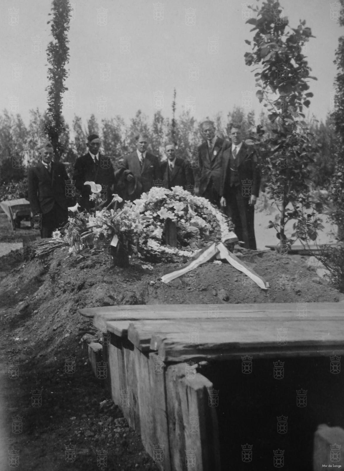 Klaas Ros, met militaire eer begraven op Ypenburg.