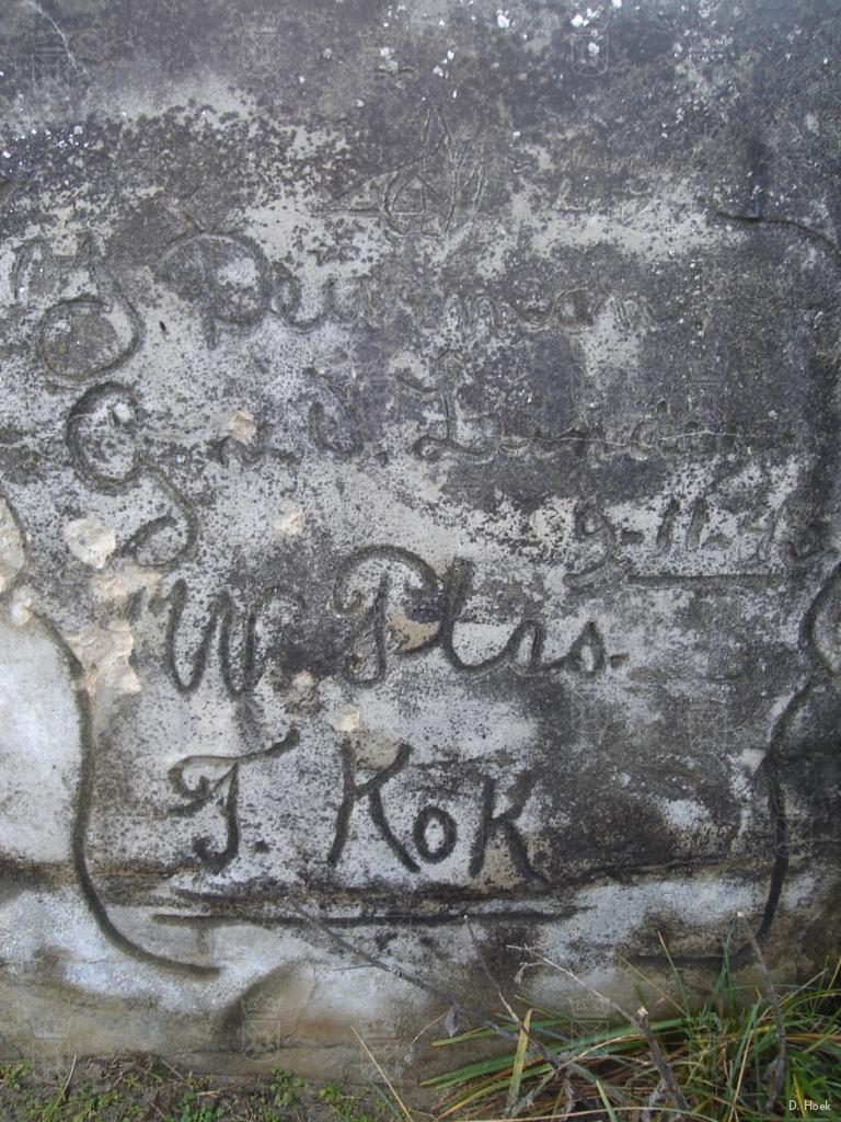 De inscriptie met van boven naar beneden: J. Duinman (Of Duindam?), G. vd Linden, W. Plas, T. Kok.
