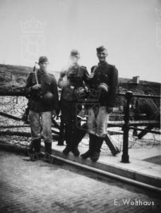 Duitse bewaking op de Katwijkse uitwatering.