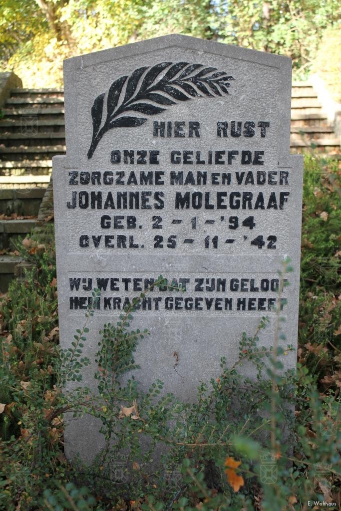 Het graf van Johannes Molegraaf op de begraafplaats aan de Oude Zeeweg in Noordwijk.