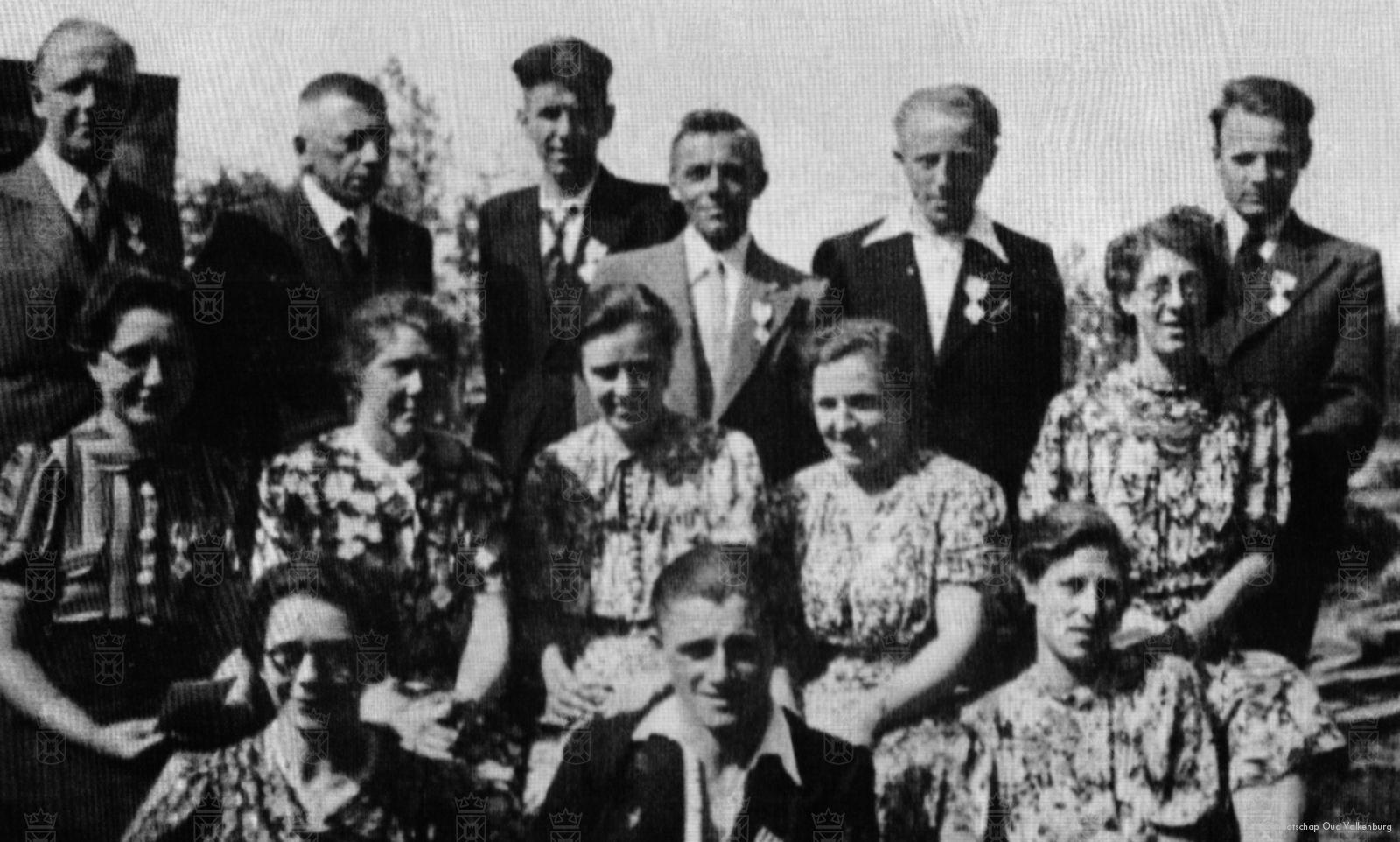 De Valkenburgse E.H.B.O-ers, met staand als derde van rechts Piet van Duyn.