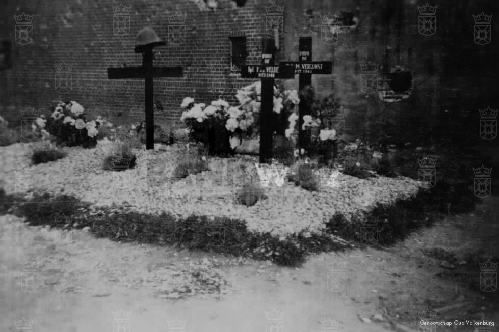 Hollandse graven naast de school.