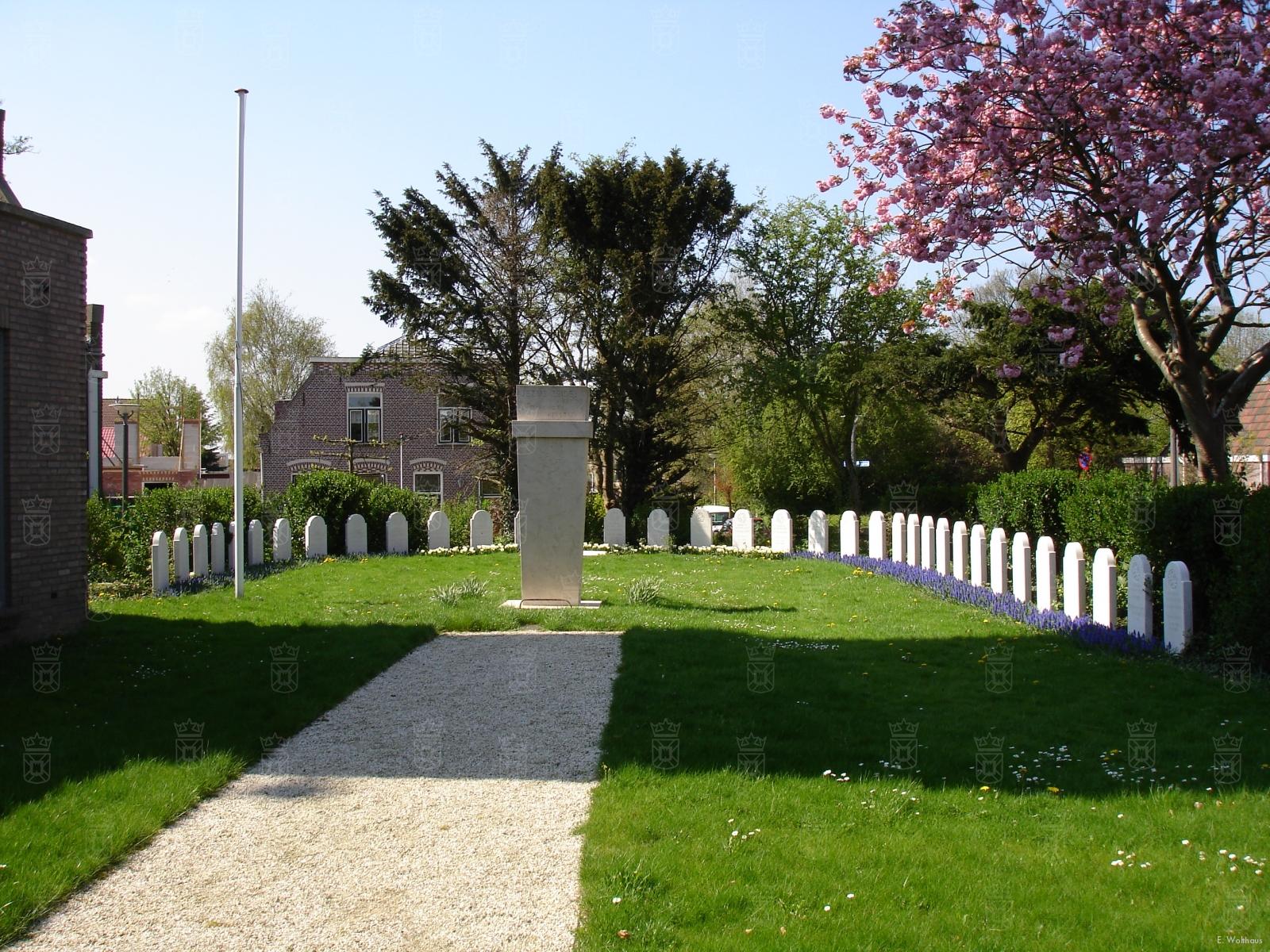 De erebegraafplaats aan de Kruisweg.