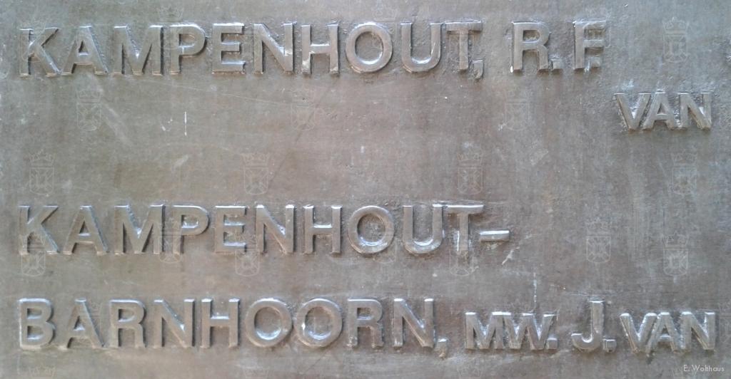 De namen van Jobje Barnhoorn en haar echtgenoot staan vermeld op het Oegstgeester oorlogsmonument.