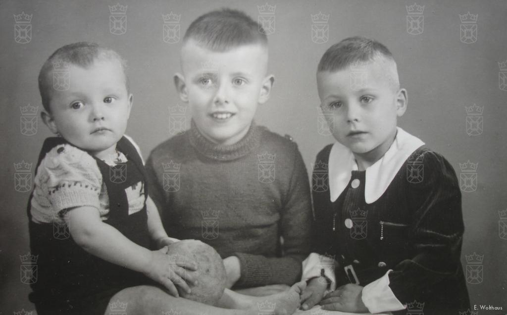 De jongens van het gezin Wolthaus anno 1943, v.l.n.r. Johan, Piet en Albert.