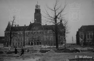 Het stadhuis van Rotterdam aan de Coolsingel na het bombardement.