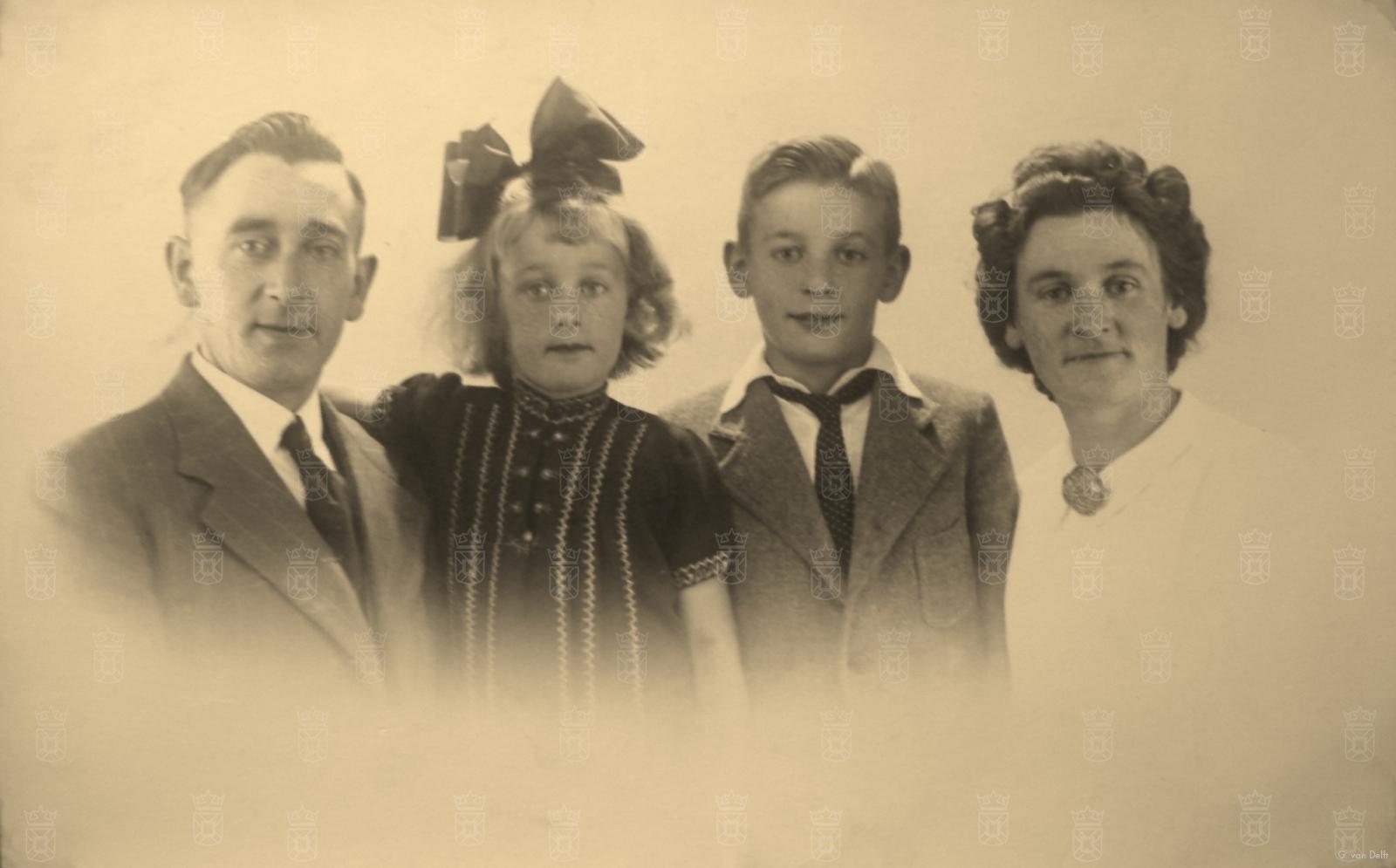 Het gezin Van Delft in 1942.