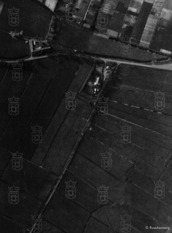 Een vooroorlogse luchtfoto, met rechts de Albertushof.