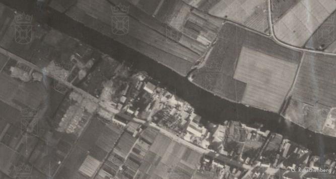 Op deze luchtfoto van september 1944 is de afbraak links goed te zien. Rechts het centrum van Valkenburg.