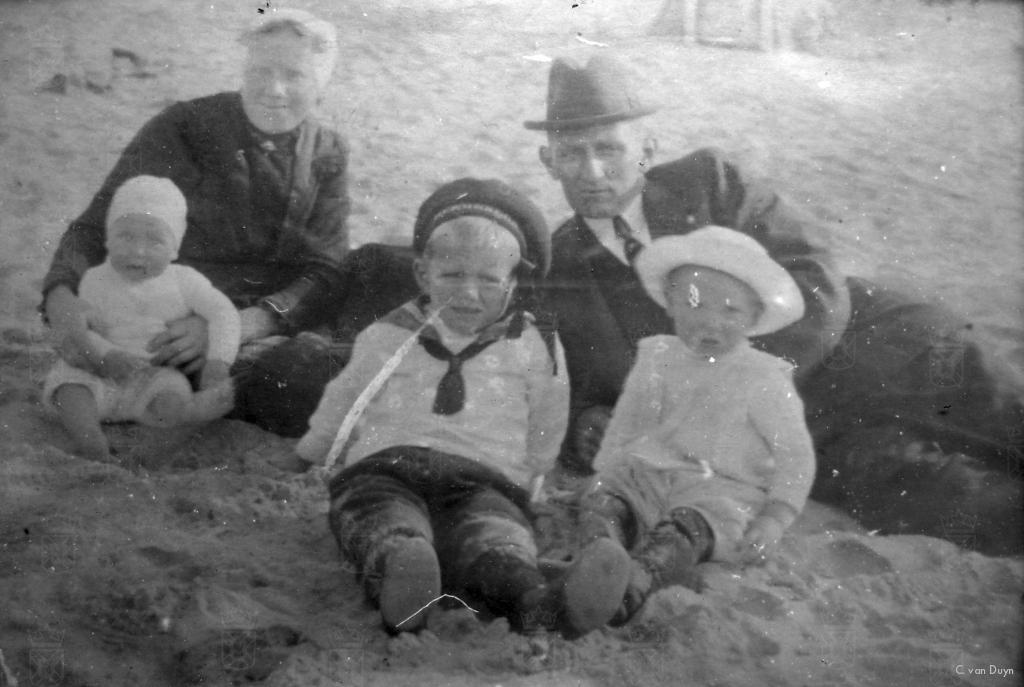 Familie van Duyn met in het midden Neil.