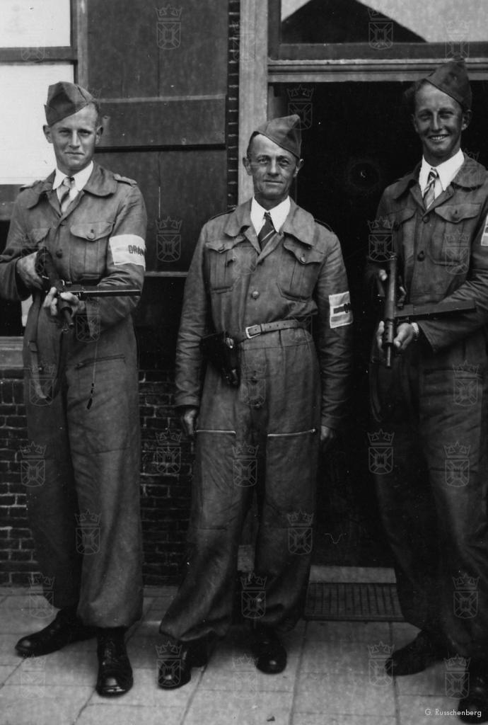 Goof Bol en zijn zoons Cor en Dik op 13 mei 1945.