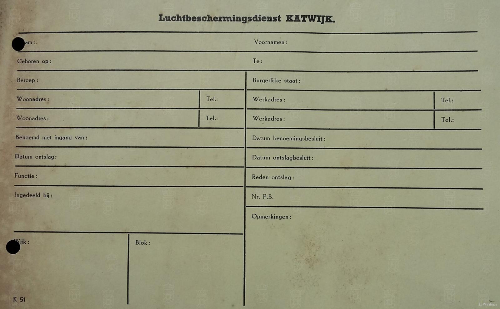 Een lidmaatschapskaart van de Luchtbescherming Katwijk.